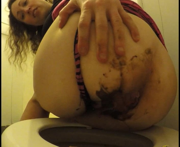Huge Pouring Poop Sticky Ass - CruelLolaMelo | 2017 | FullHD | 834 MB