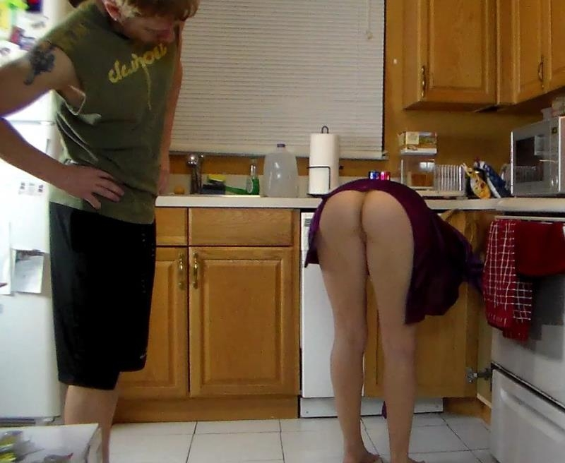 Mom Lets Son Lift Her and Grind Her Hot Ass Until He Cums in His Shorts - Sara | Clips4Sale | 2015 | HD | 612 MB