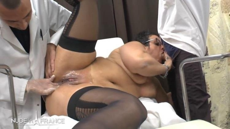 Mrs Kelly is a BBW greedy squirt cougar mom getting her ass fist fucked and plugged at gyneco check-up - Kelly | Nudeinfrance | 2017 | HD | 615 MB