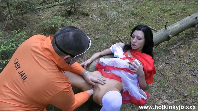 Hotkinkyjo - Hard anal fisting in the woods on the nature - Hotkinkyjo | Anal Fisting | 23.11.2015 | HD | 357 MB