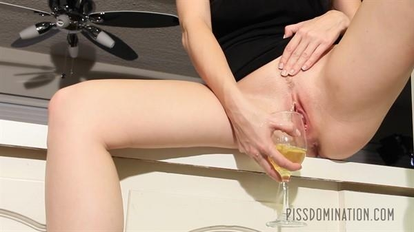 Emily Addison's Piss Champagne - Emily Addison | Piss Video | 2016 | FullHD | 207 MB