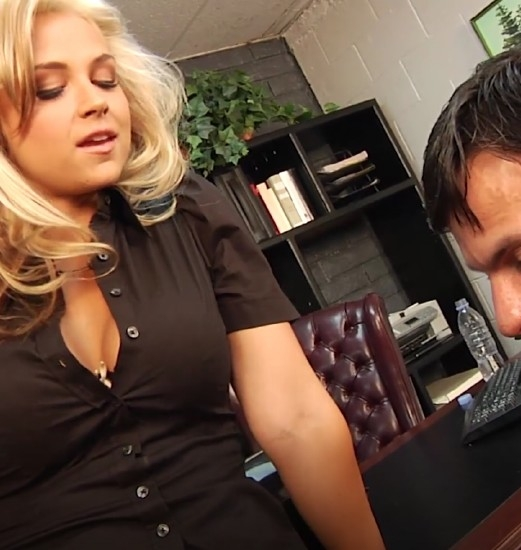 The boss Sarah Vandella fucks and enjoys with a guy in her office - Sarah Vandella | PinkoClub | 2017 | HD | 524 MB