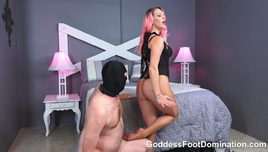 Sniff Vickys Pantyhose Covered Ass and Feet - Vicky Vixxx | GoddessFootDomination | 2017 | FullHD | 392 MB