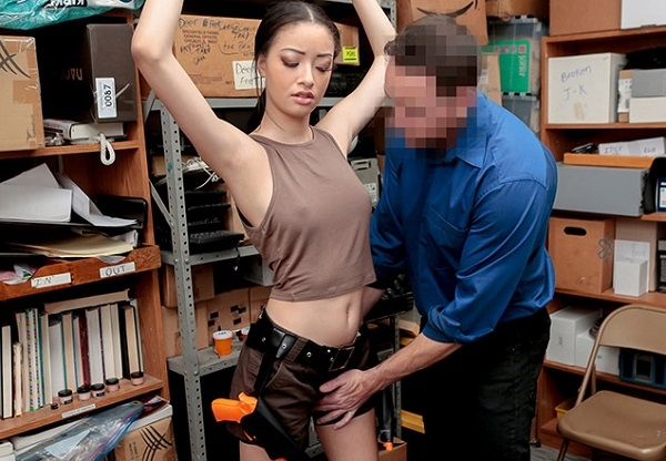 Case No. 1022193 - Scarlett Bloom | Shoplyfter | 2018 | HD | 2.44 GB