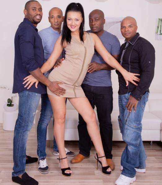 Hungry Brunette Takes on Four Black Studs - Vanessa Vaughn | Private.com | 2018 | FullHD | 2.93 GB