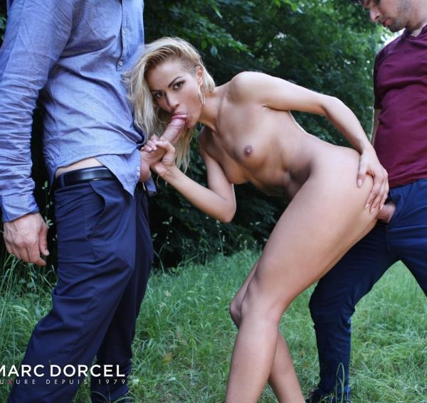 Outdoor intercourse for Cherry Kiss - Cherry Kiss | DorcelClub | 2018 | FullHD | 499 MB