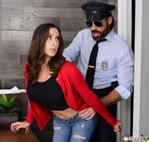 Mall Cop Cock - Ashley Adams | BrazzersExxtra, Brazzers | 04.01.2019 | FullHD | 1.49 GB