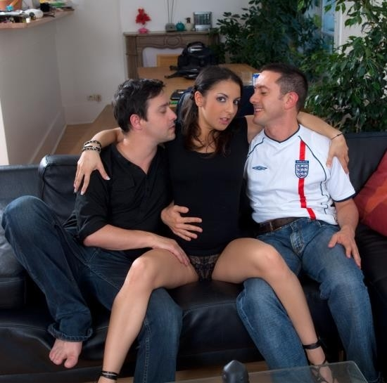 Le canape (The couch) part 1  - Isabelle Solis | Explicite-art | 6 | HD | 606 MB