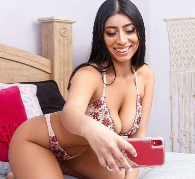 Stealing Her Phone Again - Violet Myers | Realitykings | 06.03.2019 | FullHD | 1.82 GB