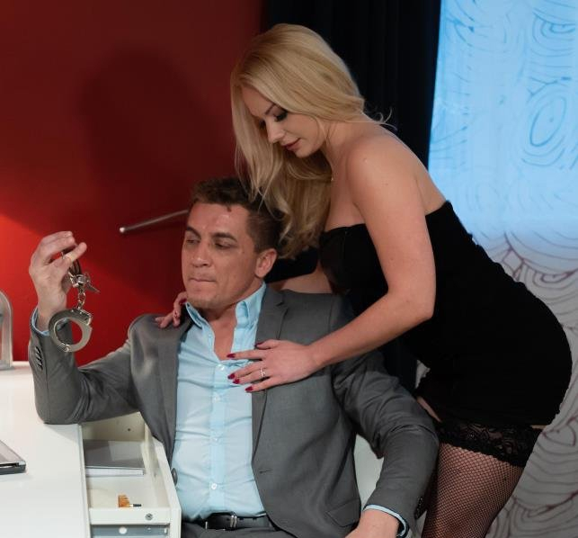 Blonde wife handcuffed and fucked - Elizabeth Romanova | MomXXX, SexyHub | 15.03.2019 | FullHD | 1.10 GB