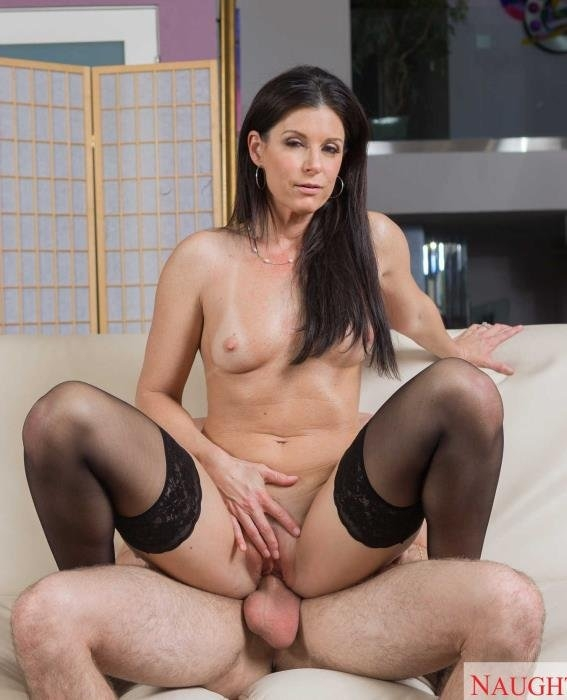 India Summer shows her sons friend how to fuck a MILF - India Summer | MyFriendsHotMom, NaughtyAmerica | 24.03.2019 | HD | 1.10 GB