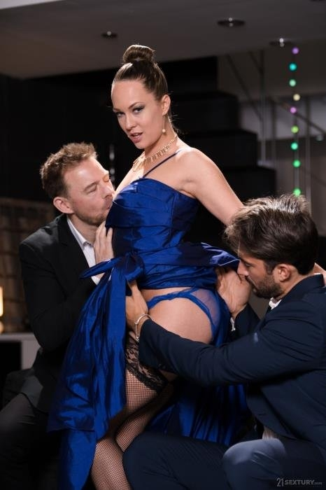 An Angel In Blue: Tempted And Caught - Blue Angel | PixAndVideo, 21Sextury | 01.04.02019 | FullHD | 1.77 GB