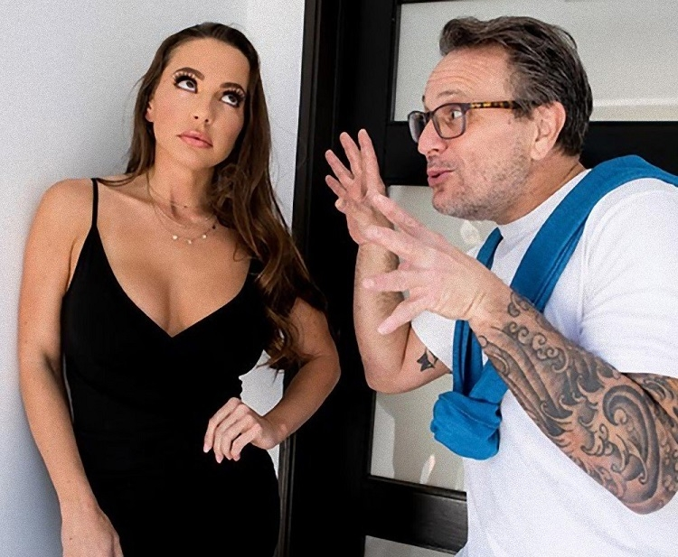 Nailed At The Estate Sale - Abigail Mac | Brazzers, RealWifeStories | 2019 | SD | 278 MB