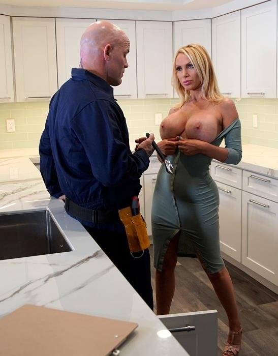Nikki Benz Gets Her Pipes Fixed - Nikki Benz | BangBrosClips, BangBros | 02.06.2019 | FullHD | 2.44 GB