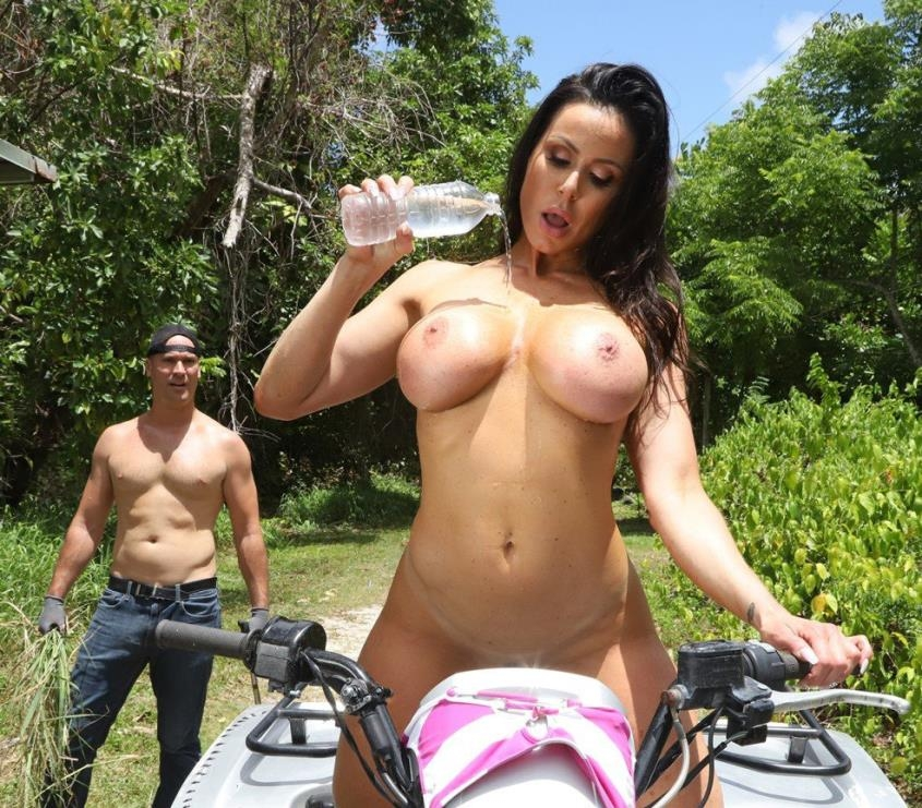 Gets Fucked At the Farm! - Kendra Lust | BangBros, AssParade | 2019 | SD | 306 MB
