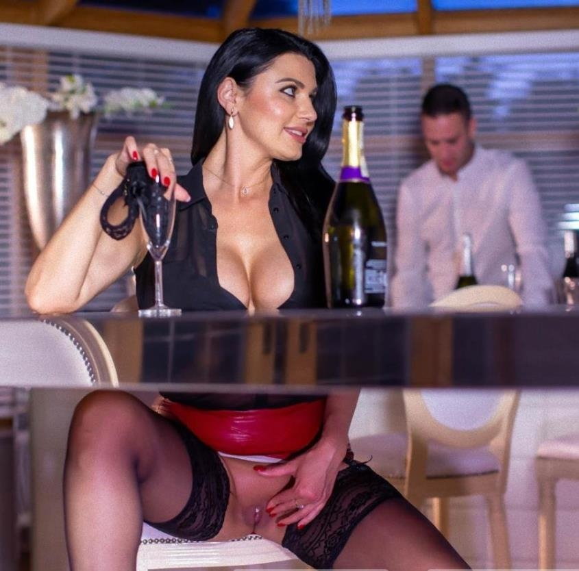 The MILF And The Waiter - Ania Kinski | Private | 2019 | FullHD | 1.17 GB