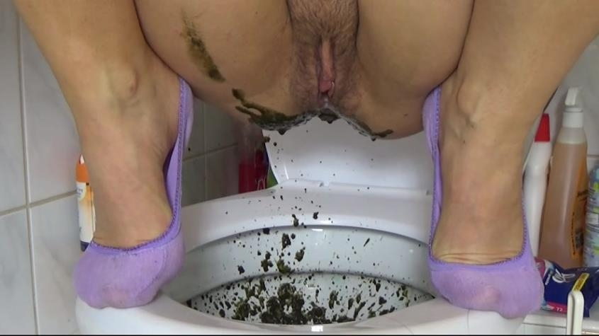 An SHIT In Leggins - HotDirtyIvone | 2019 | SD | 84.4 MB