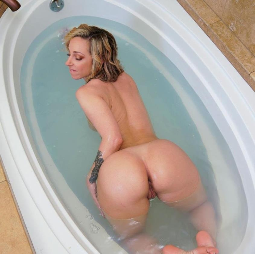 Jada's Ass is Perfection! - Jada Stevens | BangBros, AssParade | 2019 | SD | 322 MB
