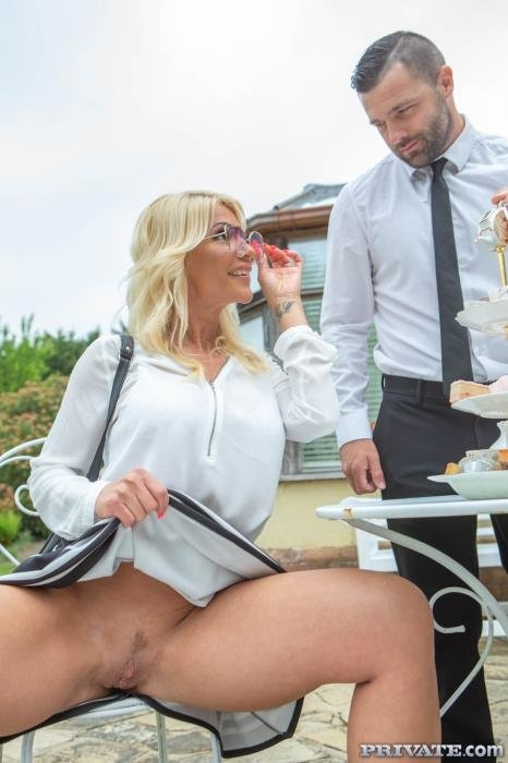 Tiffany Rousso, the MILF and the Waiter - Tiffany Rousso | Private | 09.07.2019 | FullHD | 1.53 GB