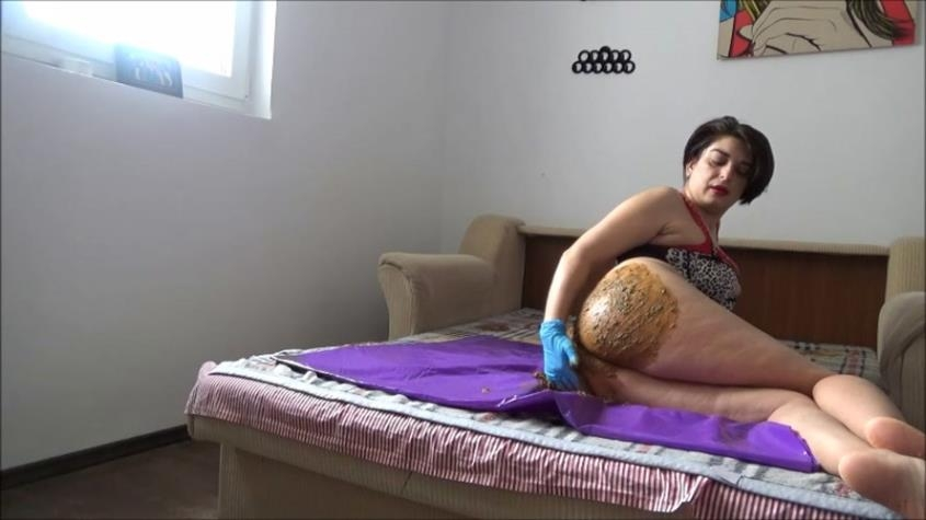 Mistress Roberta – Poop inside leather pants pov - Mistress Roberta – Lazy breakfast - teasing pov | 2020 | FullHD | 1.34 GB