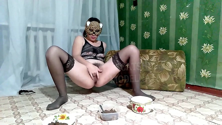 Olga eats shit and drinks urine - Olga licks her shit - Olga shit in nylon tights - Olga | 2020 | FullHD | 3.00 GB