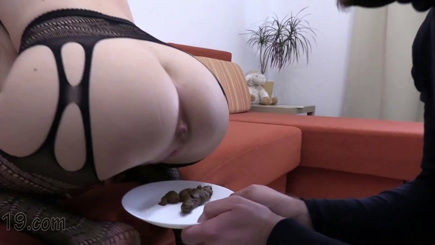 21-year-old Milana dances and pooping close-ups - MilanaSmelly | 2020 | FullHD | 5.20 GB